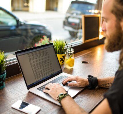 Comment devenir rédacteur web?